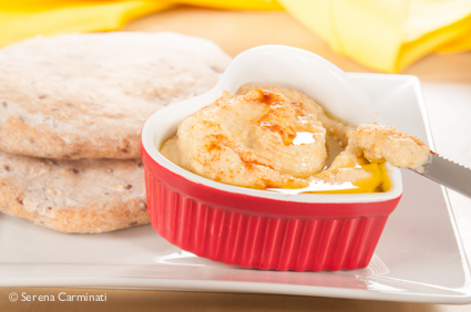 Step 4. Serve the hummus in a small bowl with the multigrain pita bread.