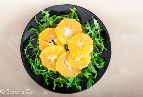 Step 3. Arrange the rocket (or arugula),the oranges and the salmon on the plate.