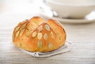 Chickpea flour bread with pumpkin seeds (pane di farina di ceci con semi di zucca)