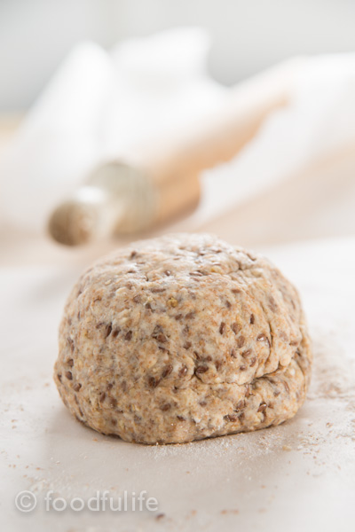Whole spelt and oat crackers