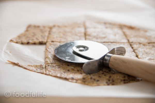 Whole spelt and oat crackers-4