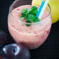 Quick and Easy: Plum And Apple Smoothie